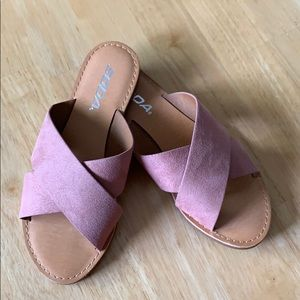 New without tag-Soda pink flat slides size 5
